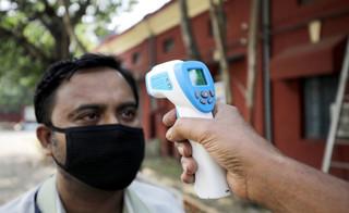 Koronawirus w Indiach. Epidemia może zepchnąć 400 mln ludzi w większą biedę