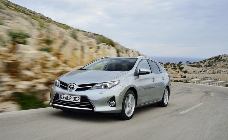 Toyota Auris - napędza złodziejski biznes w Warszawie i okolicy