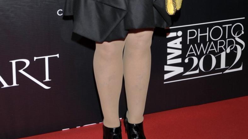 Gwiazda pojawiła się w kreacji eksponującej nogi na rozdaniu nagród VIVA! Photo Awards 2012
