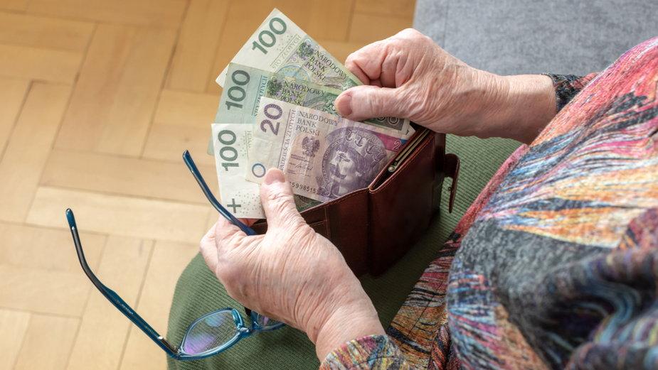 Czternasta emerytura. Prezydent podpisze ustawę. Kto dostanie, ile wyniesie?