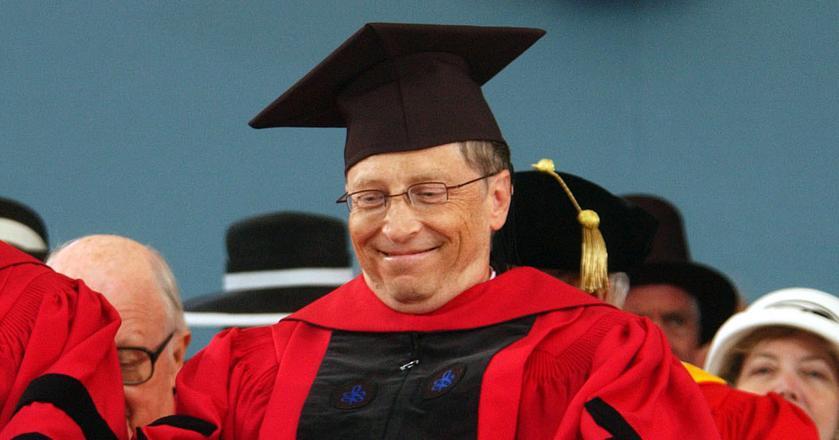 Bill Gates poleca trzy kierunki studiów, które są najbardziej przyszłościowe. On sam w swoich czasach rzucił studia, by rozwijać własny biznes