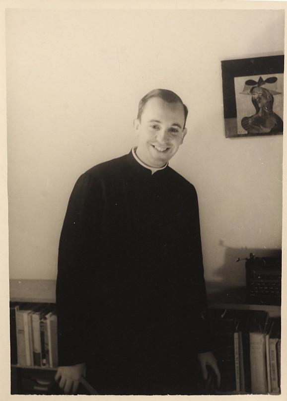 Horhe Bergoljo na fotografiji iz 1966. godine iz El Salvadora, gde je predavao književnost i psihologiju