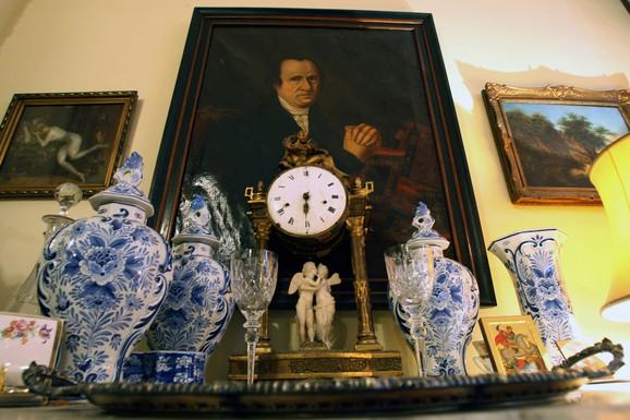 Bogastvo: U kući su i vredni predmeti od porcelana, keramike...