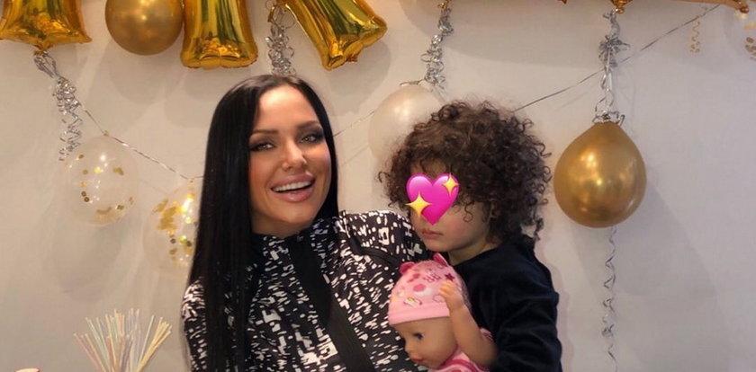 """Polska raperka razem z córką świętuje wyjście z więzienia. """"Nareszcie wolne"""""""