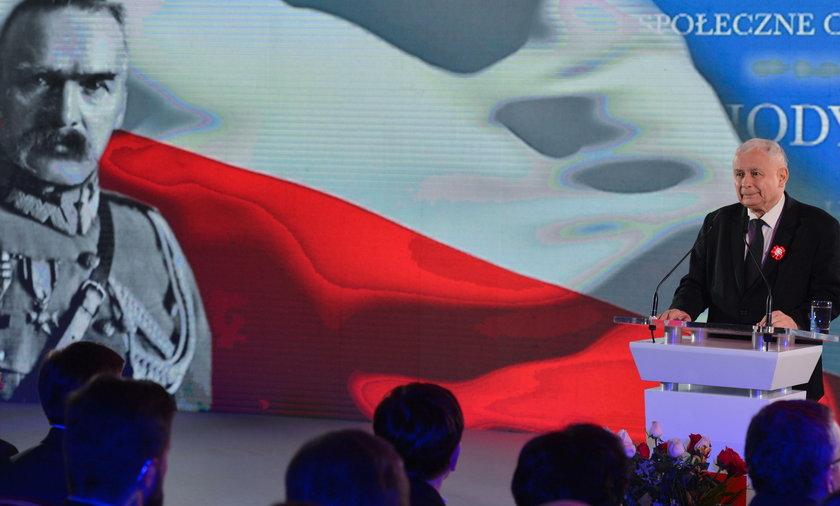 Kaczyński większy od Piłsudskiego