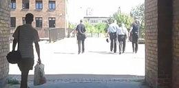 Strażnicy chodzą czwórkami!