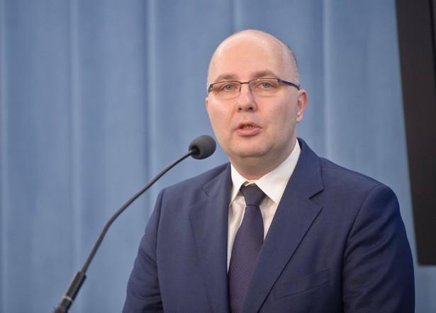 Robert Kropiwnicki jest doktorem nauk prawnych, przewodniczącym sejmowej komisji odpowiedzialności konstytucyjnej oraz zastępcą przewodniczącego komisji sprawiedliwości i praw człowieka. Ma 40 lat