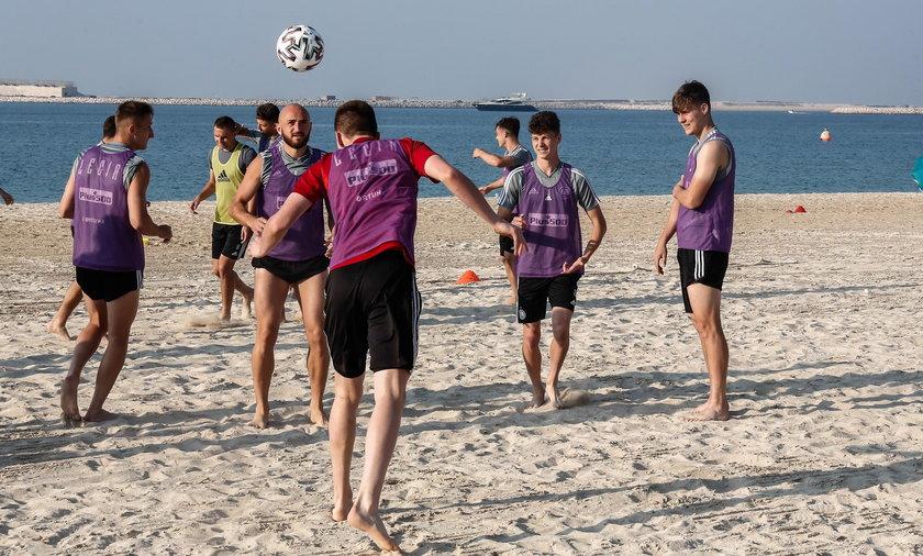 Trening i integracja Legii na plaży w Dubaju