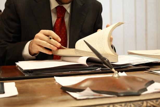 Urzędnicy chcą, aby dostęp do konkursów na naczelników urzędów skarbowych i dyrektorów izb skarbowych był taki sam dla wszystkich.