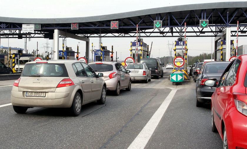 Od kwietnia zacznie sie remont odcinka autostrady A4 z Katowic do Krakowa. Potrwa do 2017 roku, w tym czasie nie bedzie zadnych znizek w oplatach za przejazd