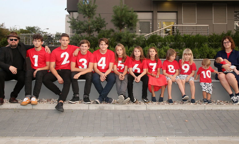 Debora i Joszko Broda oraz ich 11 dzieci