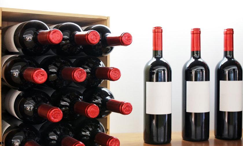 Bar z winem dla śmiertelnie