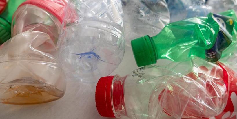 Spożywczy i handlowi giganci chcą walczyć z plastikiem, który zalewa świat. Rusza Polski Pakt Plastikowy