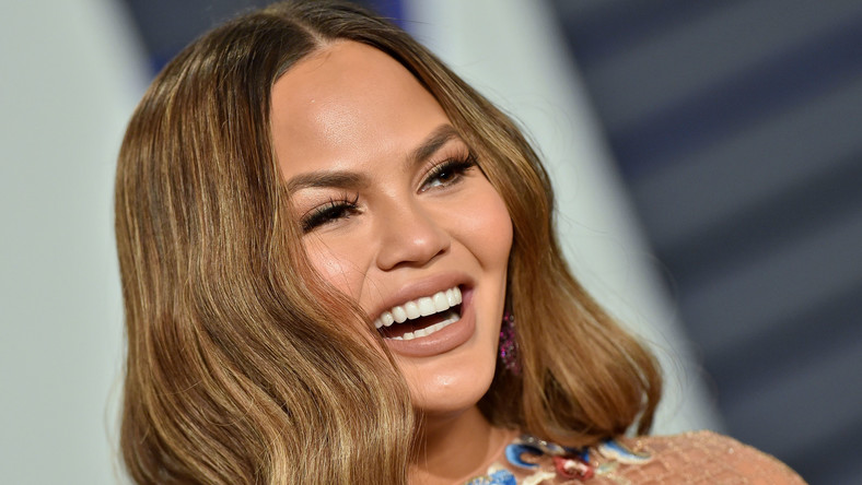 Chrissy Teigen Claps Back At Instagram Troll