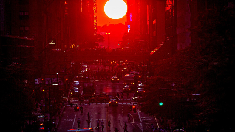 manhattanhenge new york city nyc manhattan streets sunset carlo allegri reuters 2014 07 12T000000Z_2125147878_GM2EA7C0PRX01_RTRMADP_3_USA.JPG