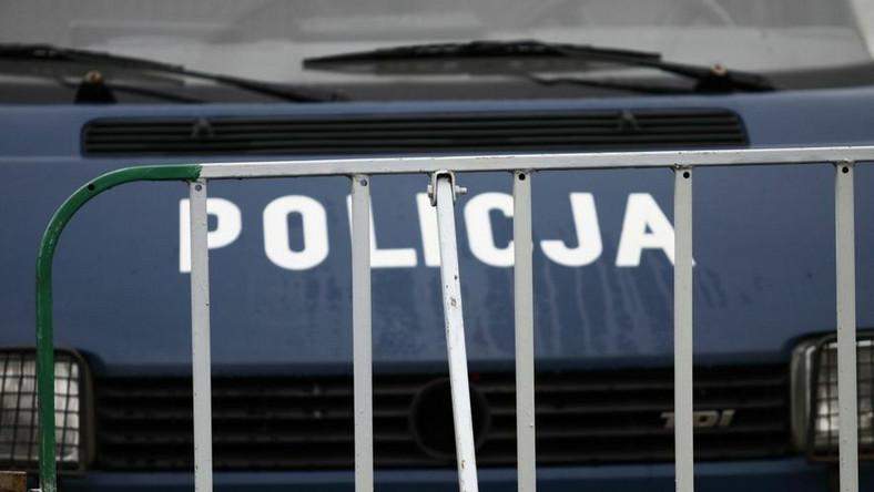 """Gang miał """"na koncie"""" około stu skradzionych aut i wyłudzenia na sumę co najmniej 250 tys. zł"""