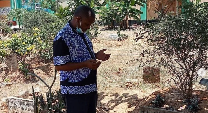 The late Badi Muhsin during his final days when he visited the grave of the late KTN presenter Ahmed Darwesh