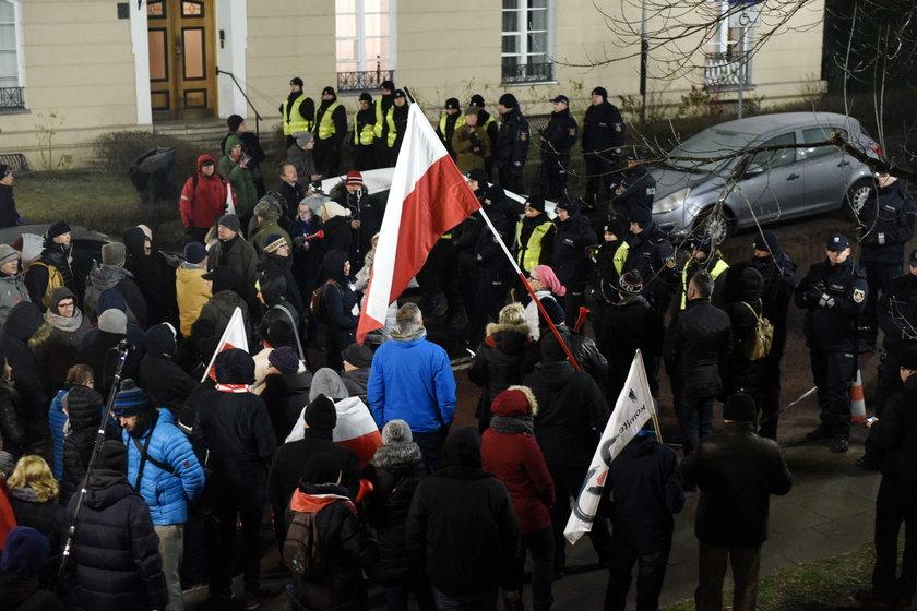 Manifestacja przed Sejmem