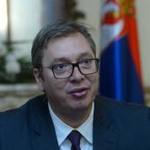 Britanski ambasador se slikao sa Kurtijem ISPRED ALBANSKE ZASTAVE, Vučić reagovao: Koje države je zastava pred kojom ste se, Vaša Ekselencijo, ponosno slikali?