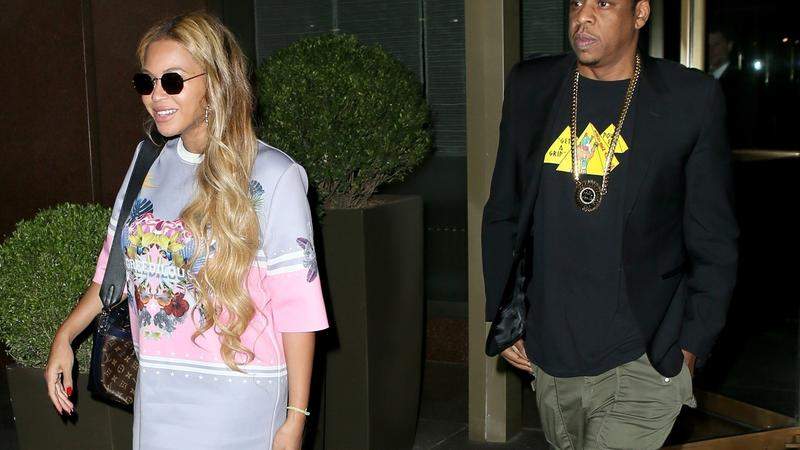 Beyonce w krótkiej spódniczce na spacerze z mężem
