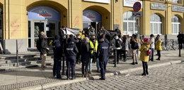 Przedstawiciele branży ślubnej protestują we Wrocławiu