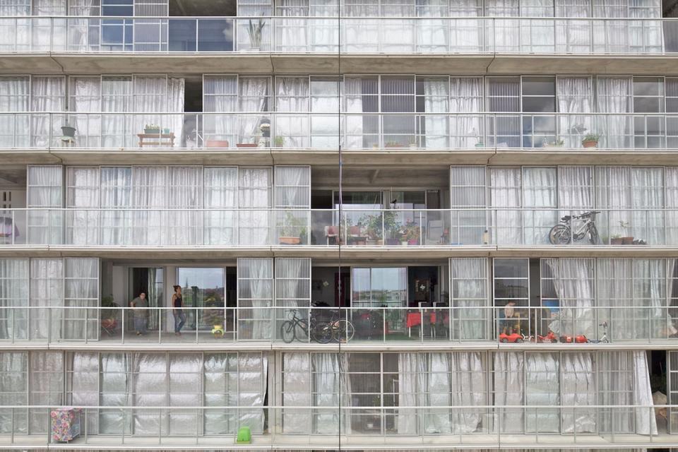 Bloki z wielkiej płyty w Bordeaux po renowacji, proj. Lacaton & Vassal architectes, Frédéric Druot Architecture, Christophe Hutin Architecture