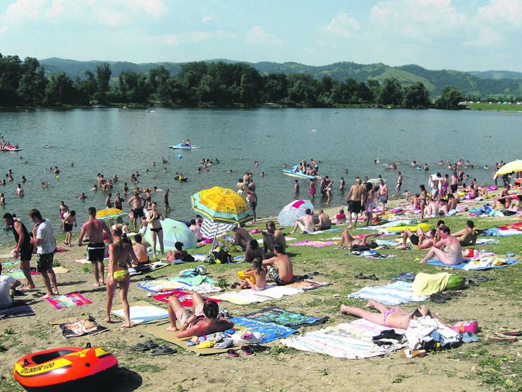 642948_srebrno-jezero-foto-svetislav-mirkovic