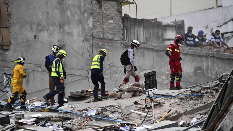 W wyniku trzęsienia ziemi zginęło co najmniej 230 osób