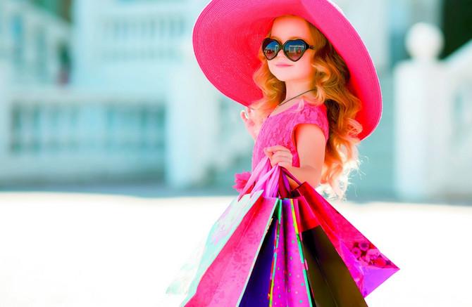 Pustite decu da uživaju u detinjstvu. Ne učite ih da budu robovi mode od malih nogu
