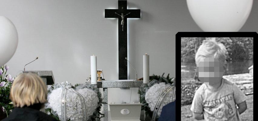 Pogrzeb 4-letniego Piotrusia - ofiary strasznego rajdu sprzed tygodnia. Białe balony pofrunęły do nieba, a malutka biała trumienka zniknęła w mogile