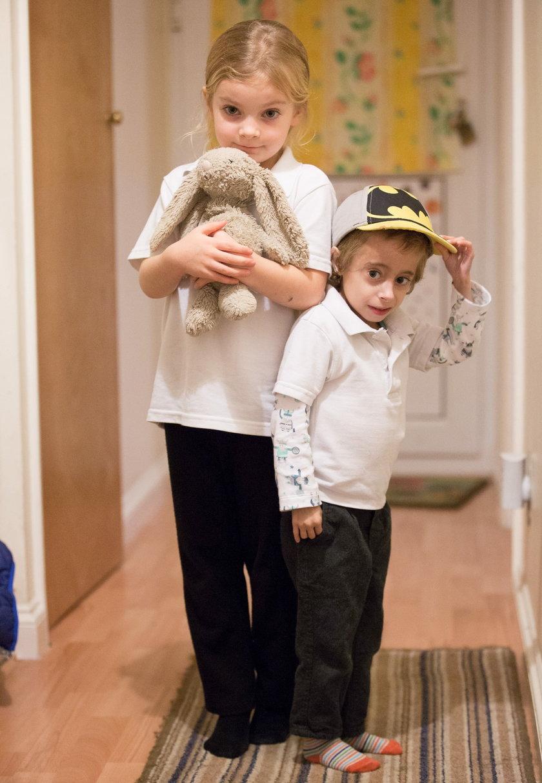 Lucy i jej brat Finley