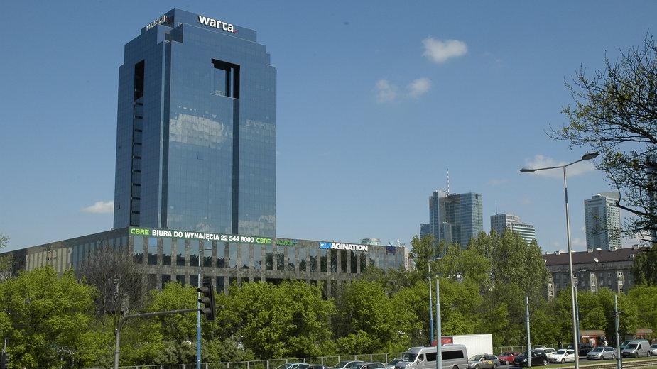 Widok na budynek Warta Tower przy Chmielnej