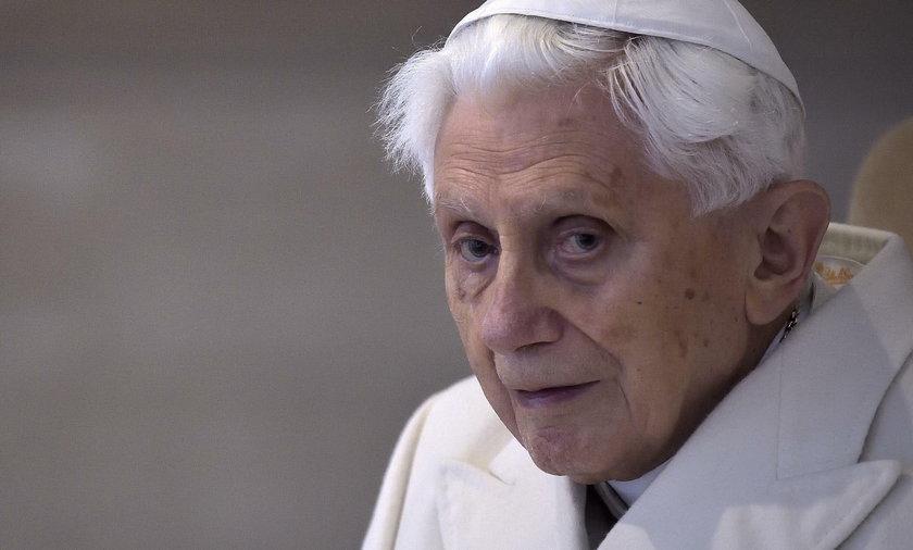 """Benedykt XVI przestrzega Franciszka: """"nie mogę milczeć"""""""