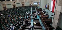 Co za sceny w Sejmie! Jachira położyła to na siedzeniu Kaczyńskiego. Wojna o kształt Polskiego Ładu w decydującej fazie [RELACJA]