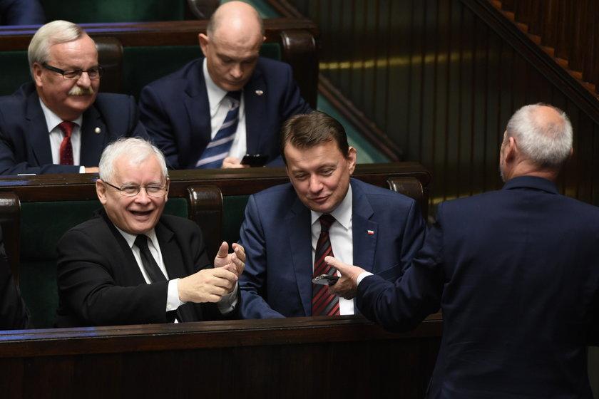 Macierewicz rozbawił Kaczyńskiego do łez. Czym?