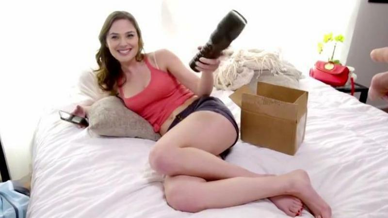 Ciało aktorki porno i twarz znanej aktorki - niewprawne oko nie zauważy, że to tylko efekt pracy narzędzia do bróbki grafiki