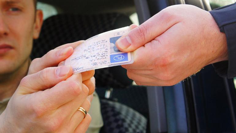 Za co i na jak długo możesz stracić prawo jazdy?