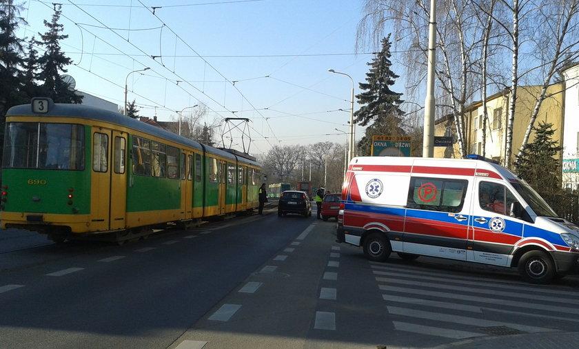 Rowerzysta wpadł pod tramwaj