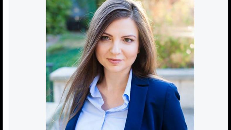 Startowała z 1 miejsca listy Nowoczesnej w okręgu 31. Jest absolwentką Wydziału Nauk Społecznych Uniwersytetu Śląskiego. Od 2005 roku realizuje swoje pasje jako działaczka społeczna. W 2010 roku rozpoczęła pracę w Kancelarii Prezydenta RP