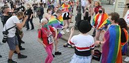 """Protest środowiska LGBT. """"Tęczowe disco"""" przed Pałacem Prezydenckim"""