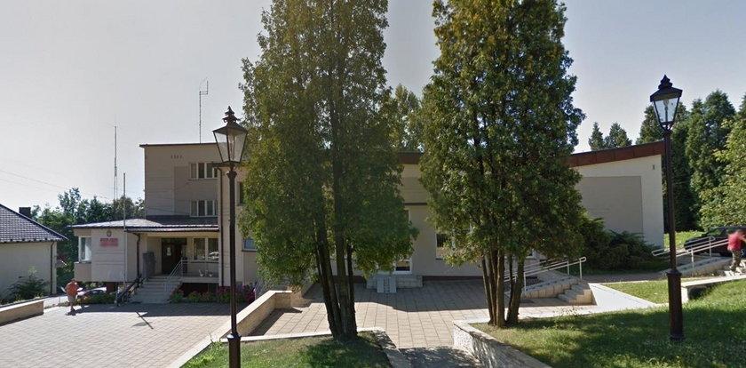 Skandal w Lanckoronie. Wójt zwolnił dyrektorkę Domu Kultury za szycie maseczek dla seniorów
