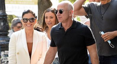 Sorry ladies, Jeff Bezos bitten by the love bug