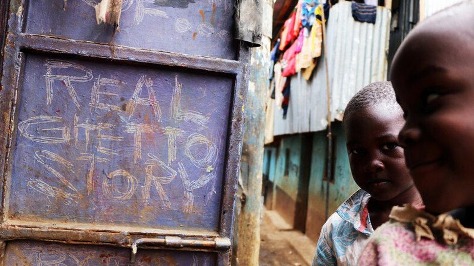 """""""Kibera: historia slumsów"""" - kadr z filmu"""
