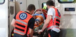 Rzucił się na ratownika medycznego i uciekł. Agresora złapała policja