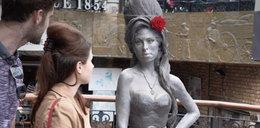 Realistyczny pomnik Amy Winehouse