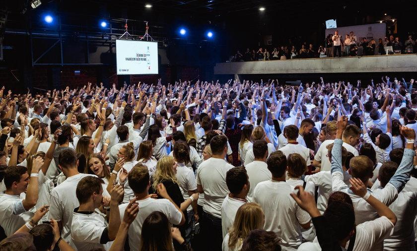 Żołądkowa de Luxe pobiła rekord świata na Największy Toast Pod Ramię