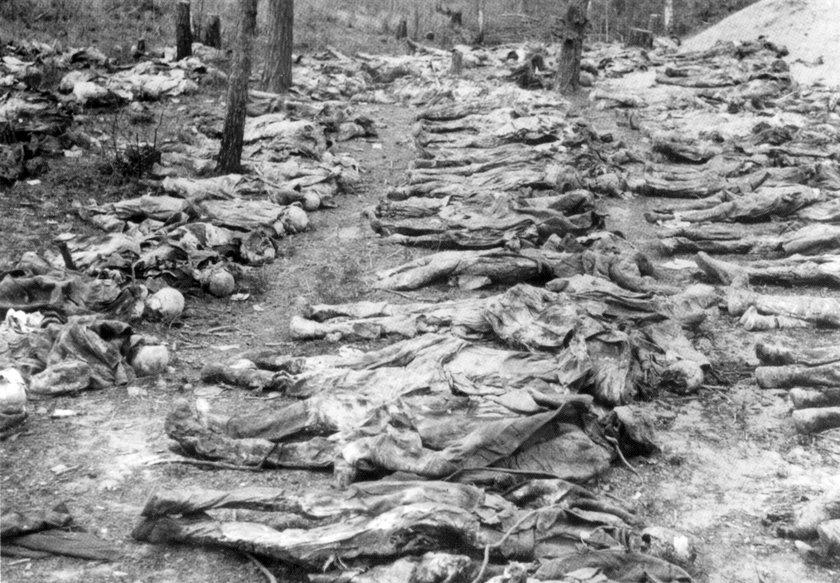 PHOTO: EAST NEWS/ROGER VIOLLET Guerre 1939-1945. Cadavre d'un commandant polonais trouvA dans les fo