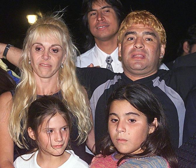 Maradona sa Klaudijom Viljafante i njihovom decom