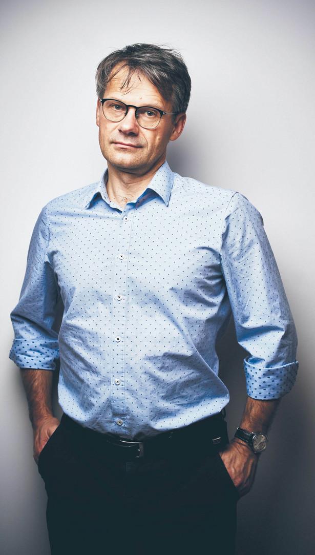 Andrzej Zybała doktor habilitowany z dziedziny nauk o polityce, profesor w Szkole Głównej Handlowej w Warszawie. Naukowo zajmuje się zagadnieniami polityki publicznej, dialogu społecznego, rządzenia publicznego