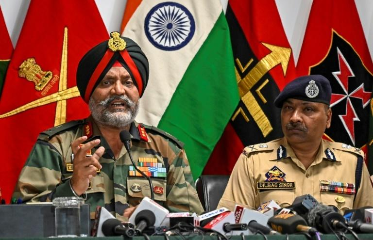 India's military head in Kashmir, Lieutenant General Kanwal Jeet Singh Dhillon (L), said a sniper gun and a mine with Pakistani markings had been found on the route of the Amarnath Yatra pilgrimage